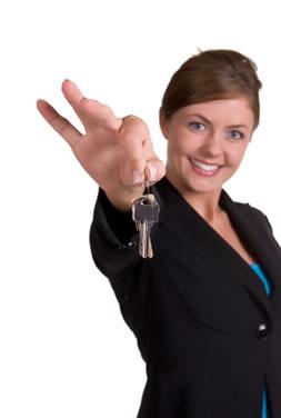 woman_holding_keys